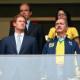 Ao lado do príncipe, ministro faz marketing de emboscada no jogo do Brasil
