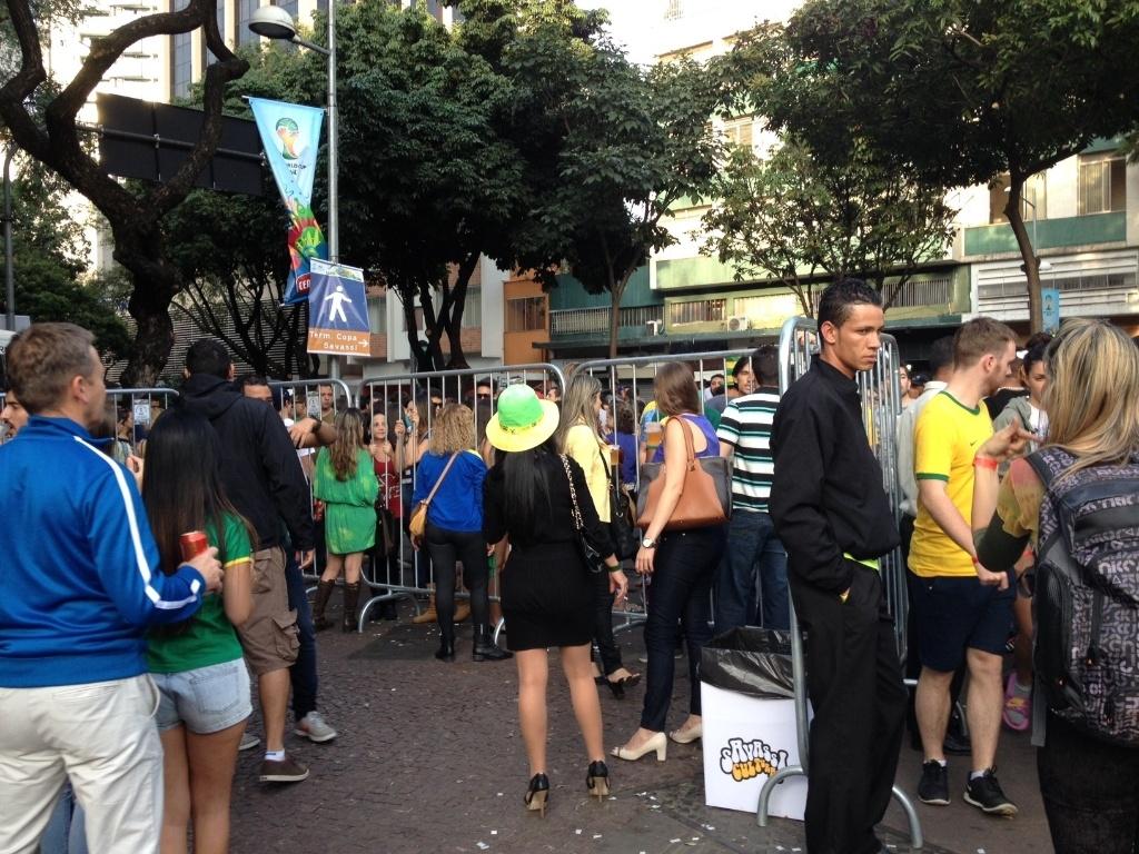 Savassi, no centro de Belo Horizonte, é cercado para partida entre Brasil e Camarões