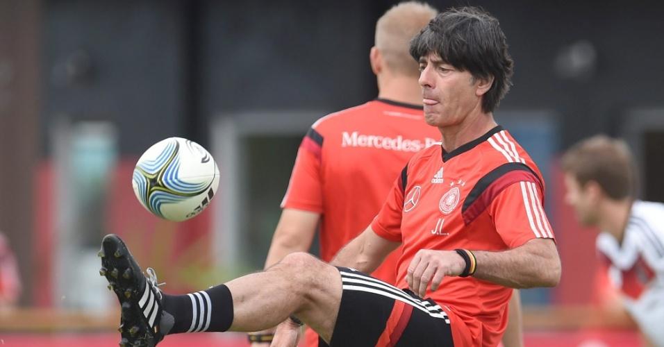 Técnico alemão Joachim Löw comanda treinamento da Alemanha, na Bahia