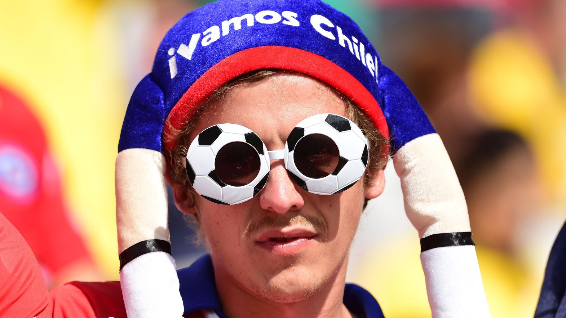 Torcedor chileno adota fantasia para torcer no Itaquerão em jogo contra a Holanda