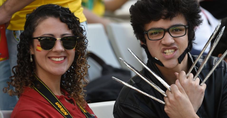 Torcedor fantasiado de Wolverine acompanha partida entre Espanha x Austrália, na Arena da Baixada, Curitiba