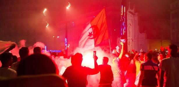 Torcedores argelinos comemoraram vitória histórica na Copa do Mundo pelas ruas de cidades francesas