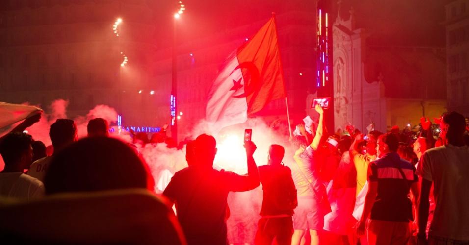 Torcedores da Argélia fazem festa nas ruas de Marselha após goleada sobre a Coreia do Sul na Copa do Mundo