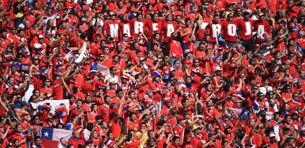 Torcedores do Chile no Itaquerão; festa no país ajuda a criar o clima de Libertadores para as oitavas