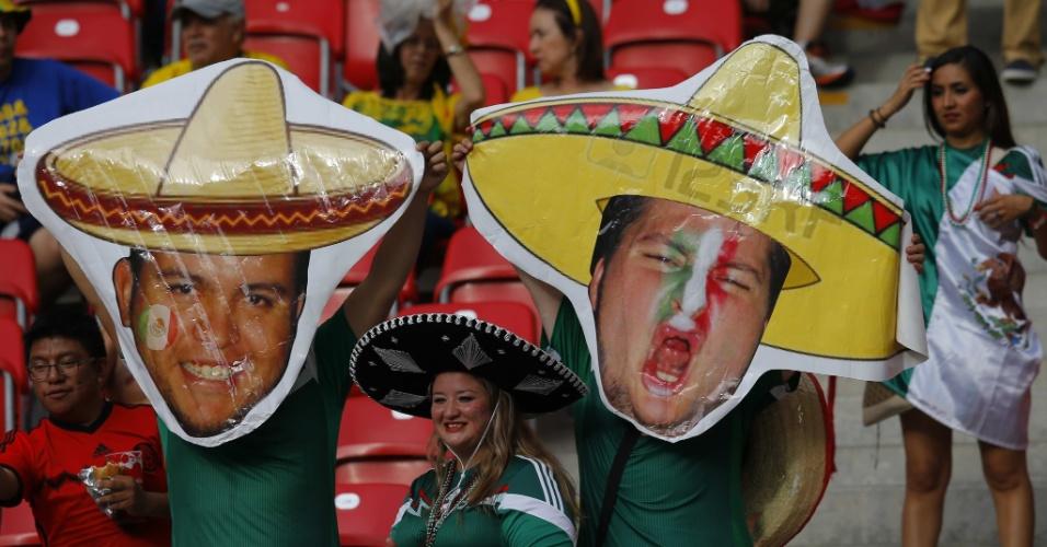 Torcedores do México capricham na fantasia para acompanhar o decisivo jogo contra a Croácia, na Arena Pernambuco