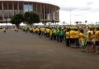 Manifestantes fazem protesto no DF e saem a tempo de ver jogo do Brasil (Foto: Paulo Passos/UOL)