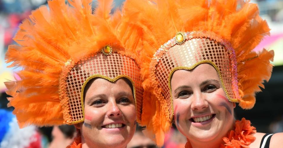 Torcedores holandesas usam fantasias em jogo contra o Chile no Itaquerão