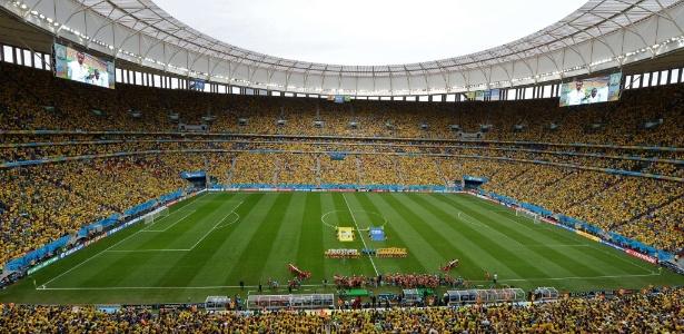 Estádio Mané Garrincha lotado para jogo do Brasil na primeira fase da Copa de 2014 - AFP PHOTO / EVARISTO SA