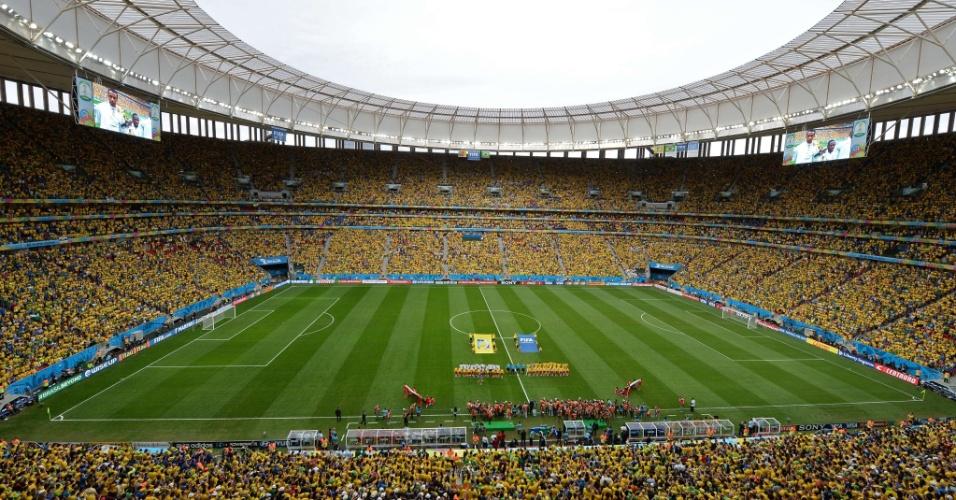 23.jun.2014 - Torcida brasileira compareceu em peso ao Mané Garrincha na vitória brasileira por 4 a 1 sobre Camarões