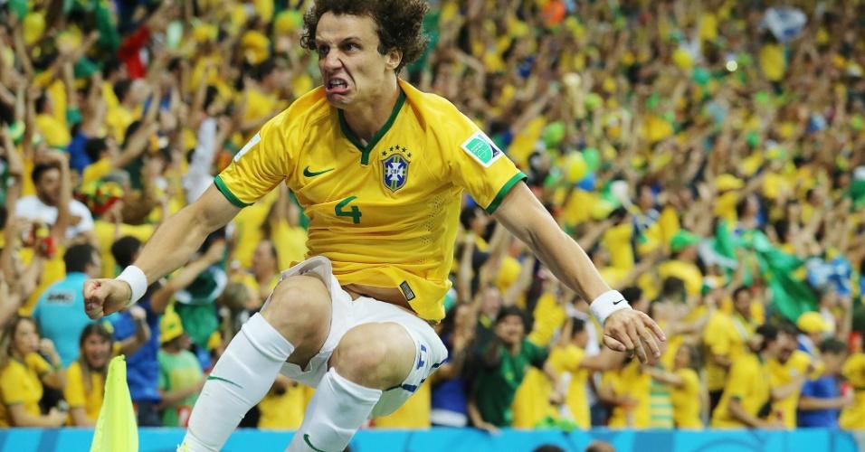23.jun.2014 - Zagueiro David Luiz faz careta para comemorar gol da seleção brasileira na vitória por 4 a 1 sobre Camarões, no Mané Garrincha