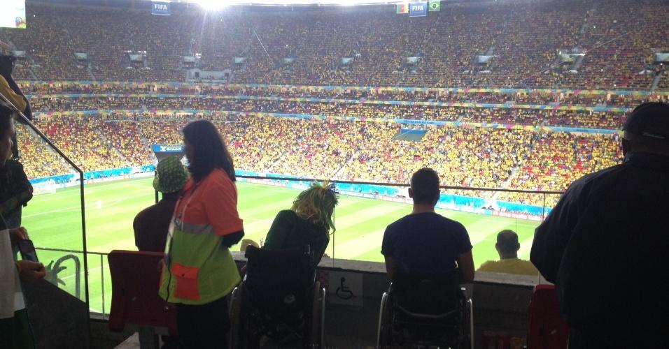 23.jun.2013 -- Segurança caminha por área reservada a cadeirantes na arquibancada do estádio Mané Garrincha, em Brasília, durante jogo da seleção contra Camarões