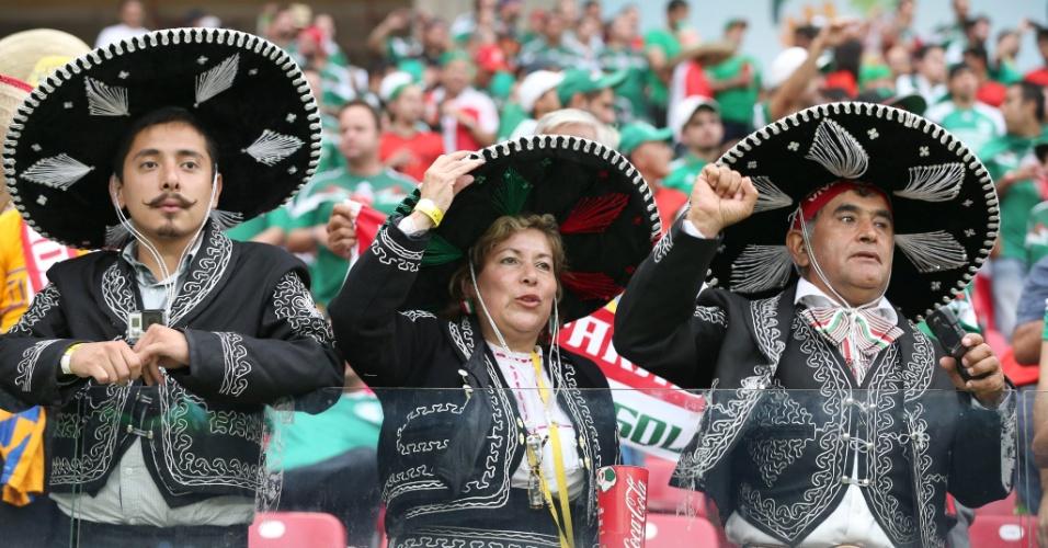 23.jun.2014 - Em jogo do México, é claro, não pode faltar torcedor com seus 'sombreros'