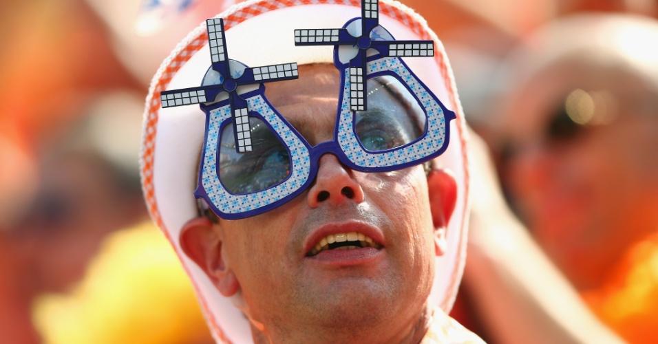 23.jun.2014 - Quem nunca viu aquela paisagem típca da Holanda com os moinhos de vento? O torcedor lembrou deles em seu óculos