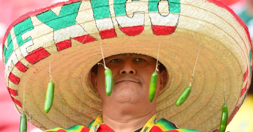 23.jun.2014 - Torcedor mexicano deixou seu 'sombrero' mais ardido para tirar qualquer olho gordo da Croácia