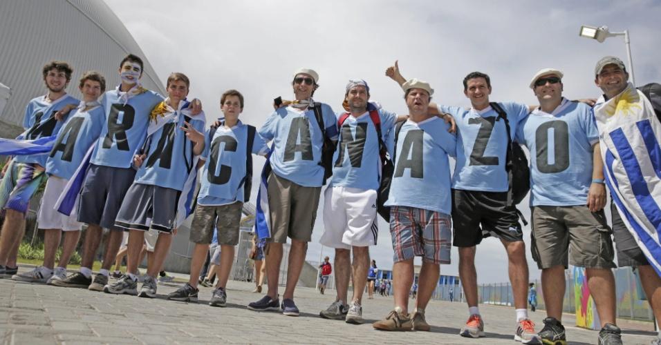 """Torcedores do Uruguai vestem-se de """"Maracanazo"""" para acompanhar partida contra a Itália na Arena das Dunas"""