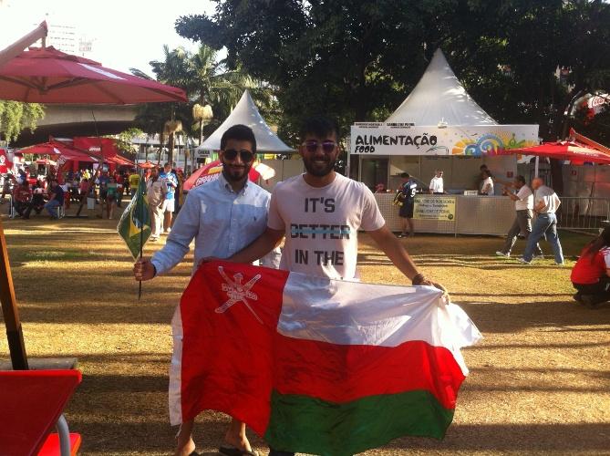 24.jun.2014 - Turistas do Omã se divertem em Fan Fest de São Paulo. Eles vieram apenas para a Copa do Mundo