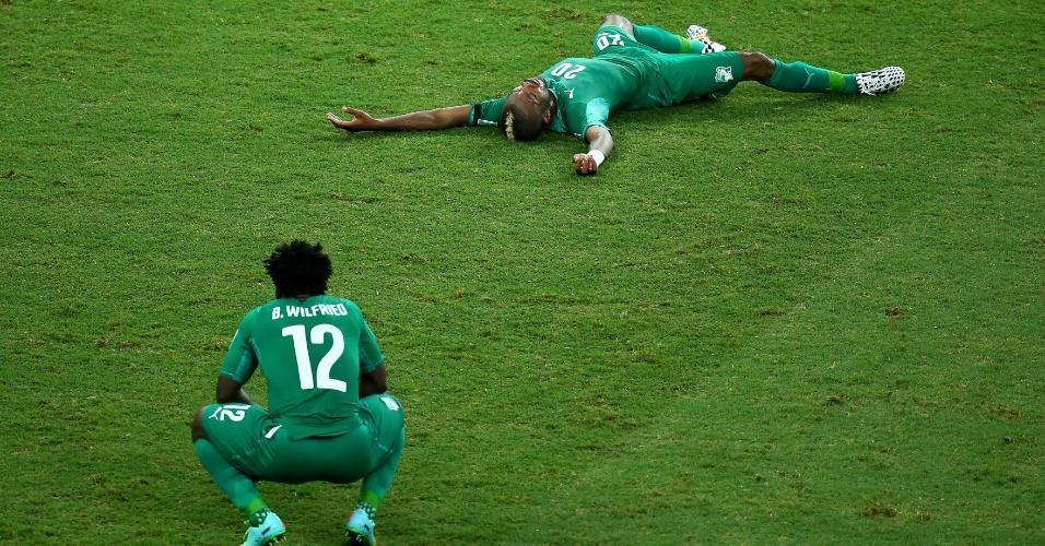 Abatidos, Bony e Serey ficam no gramado do Castelão após derrota da Costa do Marfim para a Grécia