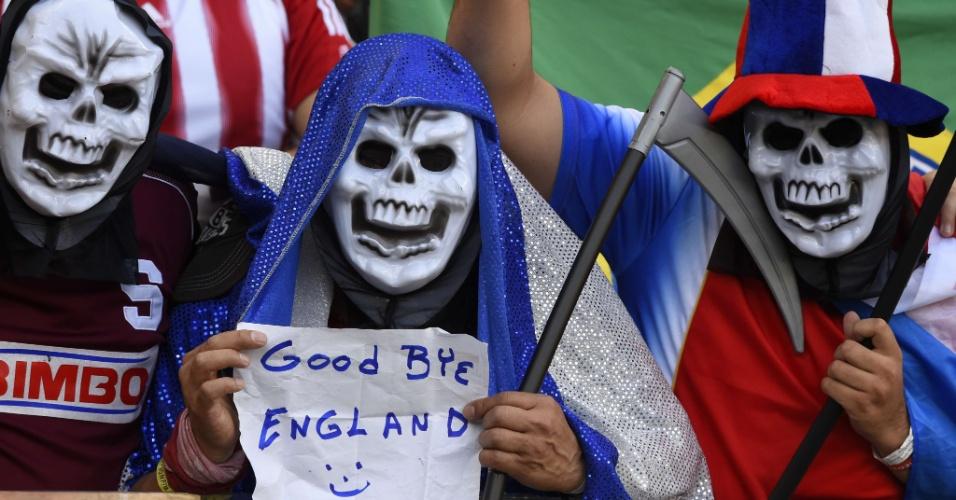 """""""Adeus, Inglaterra"""". Torcedores da Costa Rica aproveitam para tirar sarro da eliminação dos ingleses no grupo da morte"""