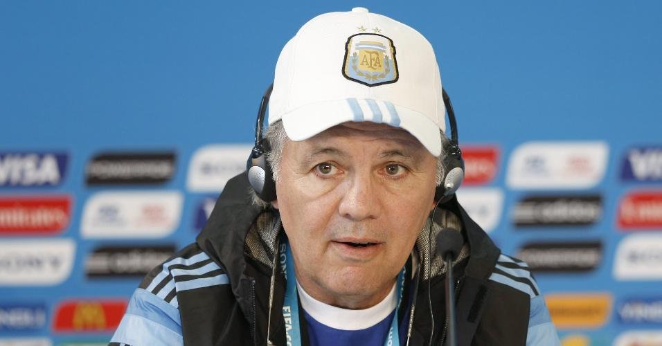 Alejandro Sabella, técnico da Argentina, concede entrevista coletiva no Beira-Rio