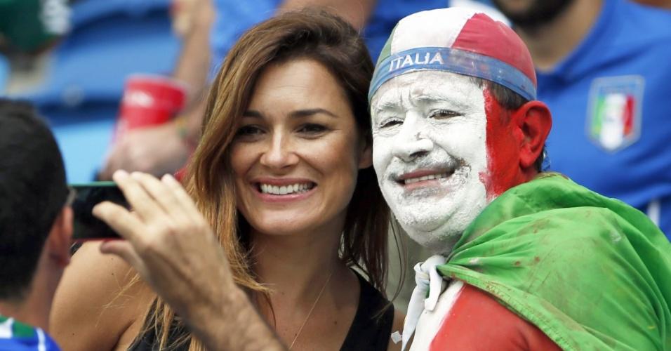 Alena Seredova, ex-mulher de Gianluigi Buffon, marca presença nas tribunas da Arena das Dunas