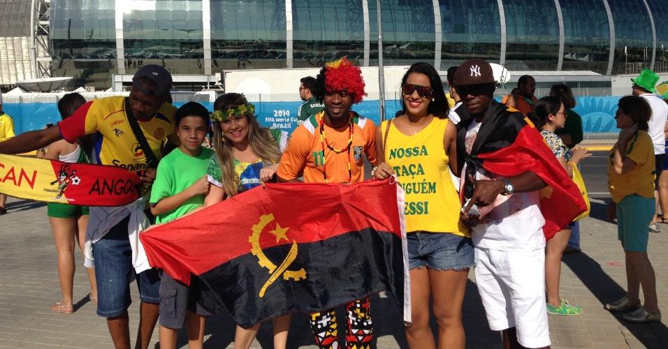 Angolanos e brasileiros confraternizam em frente ao Castelão antes de Grécia e Costa do Marfim