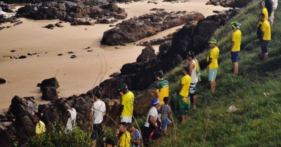 Ao fim da partida, praia da Barra se transformou em um banheiro público