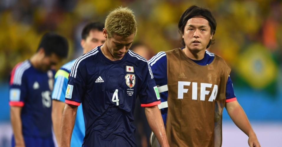 24.jun.2014 - Cabisbaixo, japonês Keisuke Honda deixa o gramado da Arena Pantanal após a derrota para a Colômbia por 4 a 1 e a eliminação na Copa do Mundo