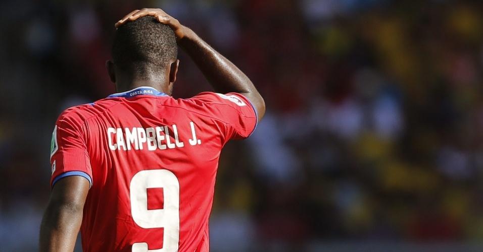 Campbell, da Costa Rica, mostra descontentamento no jogo fraco que o time fez contra a Inglaterra