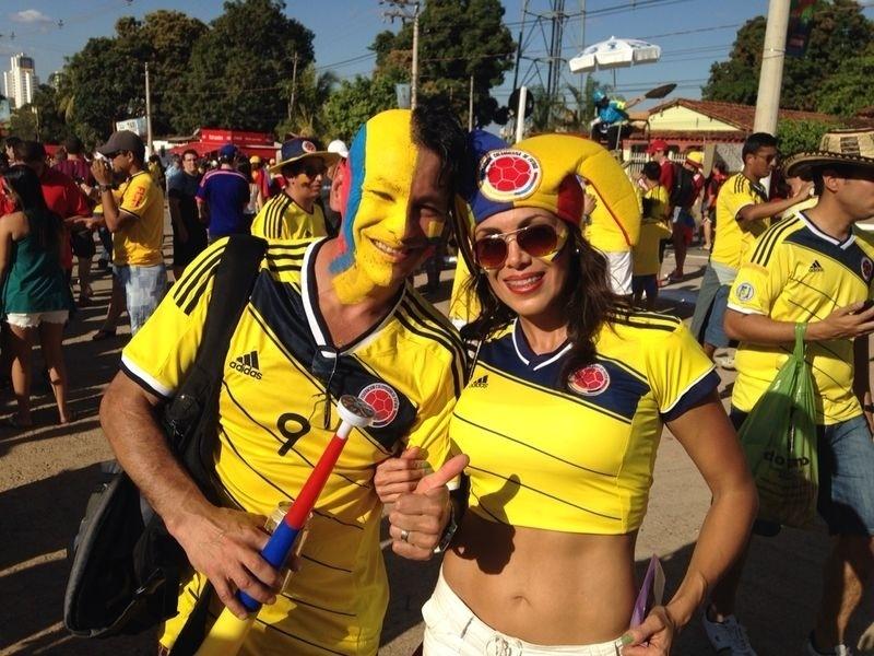 24.jun.2014 - Casal colombiano vai à Arena Pantanal acompanhar a partida contra o Japão, pela última rodada da primeira fase da Copa