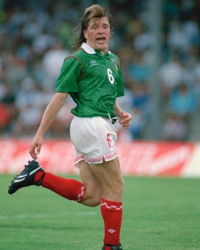 Em tempo, este é Miguel Herrera quando era jogador. Ele atuou pela seleção mexicana, mas só por 14 partidas