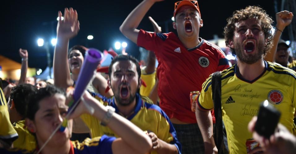 Enquanto a Colômbia goleava o Japão por 4 a 1 em Cuiabá, torcedores cafeteros comemoravam na Fan Fest de Natal