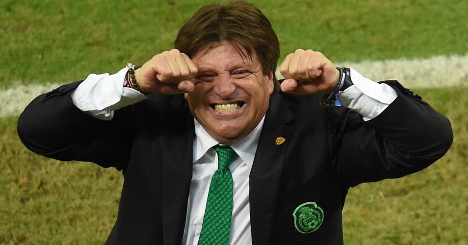 Ex-jogador, Herrera criou um laço forte com a torcida. Virou meme, tem cartaz na torcida com seu rosto e máscaras vendidas em seu país, imitando sua famosa careta