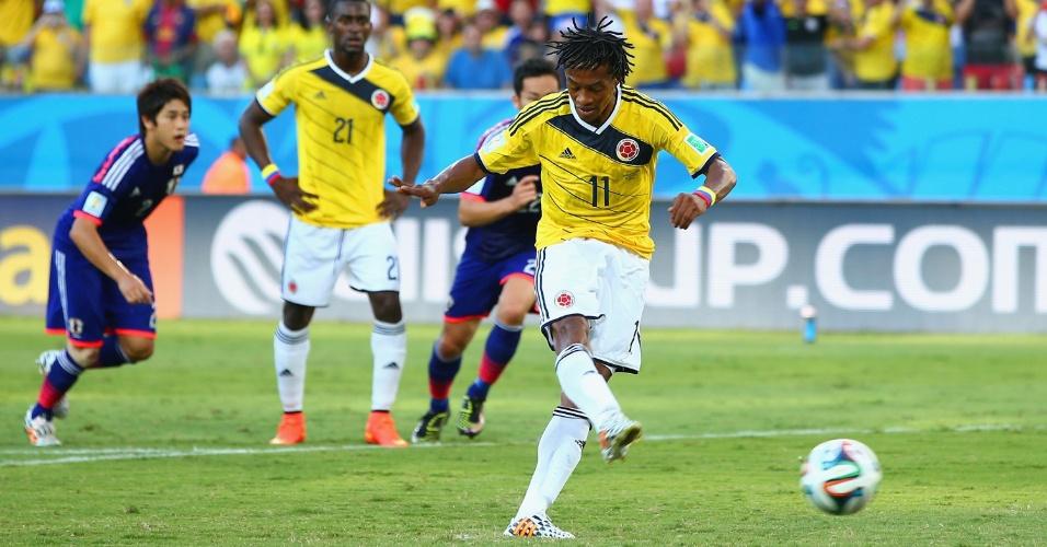 Guillermo Cuadrado cobra pênalti e coloca a Colômbia na frente do placar contra o Japão, na Arena Pantanal