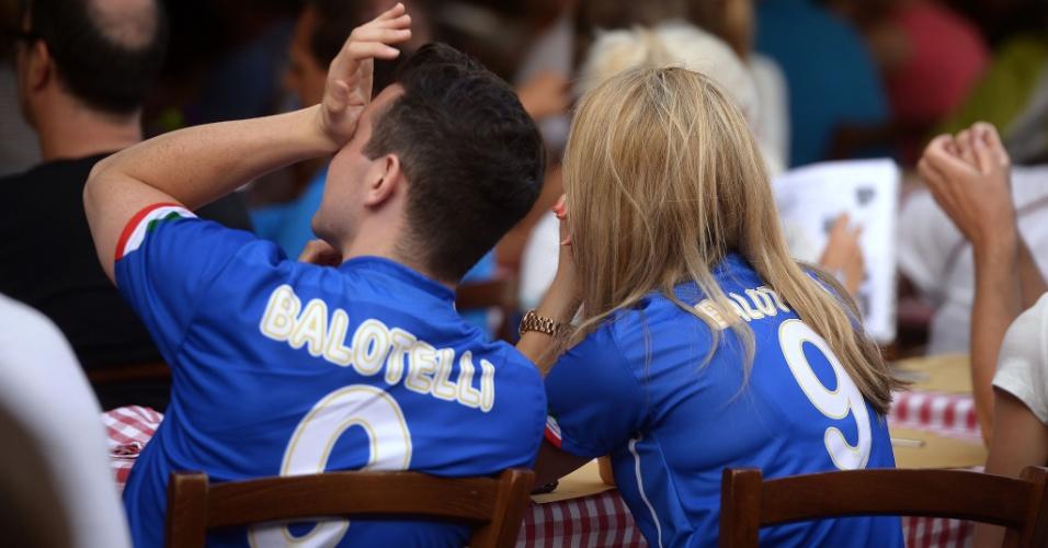 Italianos em Roma não escondem a frustração com a derrota par o Uruguai que os eliminou a Copa do Mundo