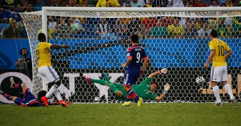 24.jun.2014 - Jackson Martinez marca e coloca a Colômbia na frente do placar contra o Japão, na Arena Pantanal