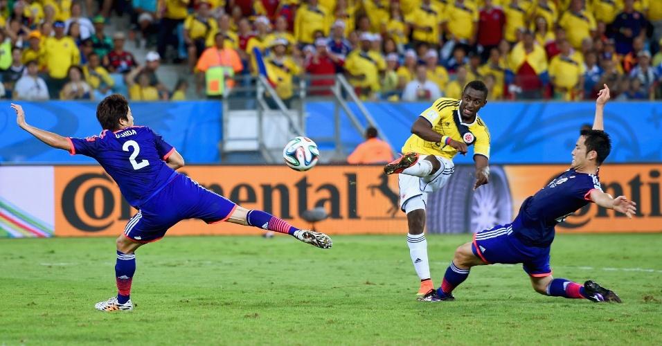 24.jun.2014 - Jackson Martinez marca seu segundo gol na partida e o terceiro da Colômbia contra o Japão, na Arena Pantanal