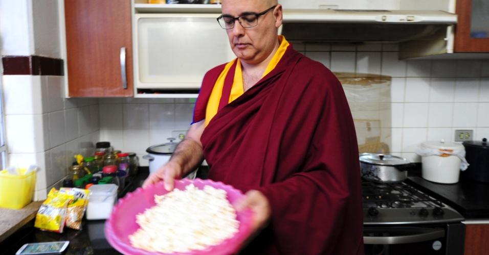 Pipoca com tempero de pimenta para a hora da torcida pela seleção - uma dica de chefes vindos do Nepal