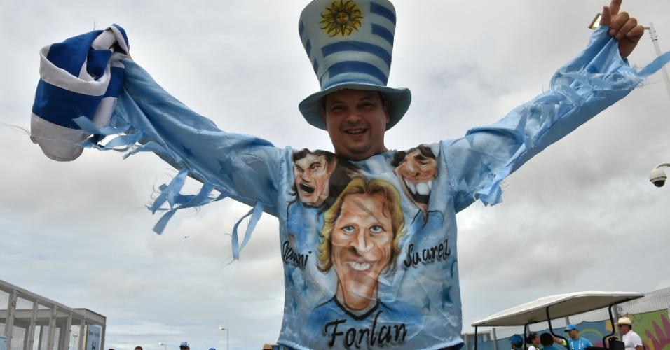 Melhor jogador da Copa de 2010, Diego Forlán está no banco de reservas para o duelo contra a Itália. Mas isso não abala a confiança do torcedor uruguaio, que aposta no trio formado também por Suárez e Cavani