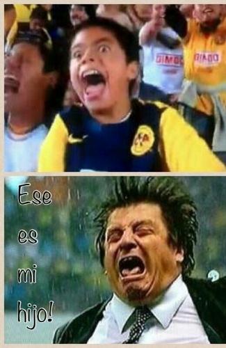 """Miguel Herrera tem tanto carisma que virou meme. Esta imagem de uma comemoração antes da Copa gerou várias piadas. """"Este é meu filho"""", diz a imagem"""