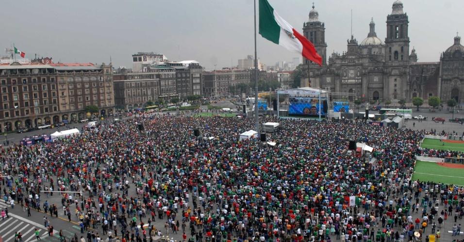 Milhares de mexicanos foram até uma praça, no centro da capital do país, para assistir à partida contra a Croácia em um telão