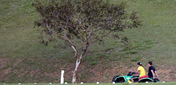 Neymar anda de quadriciclo na Granja Comary em dia de folga da seleção brasileira