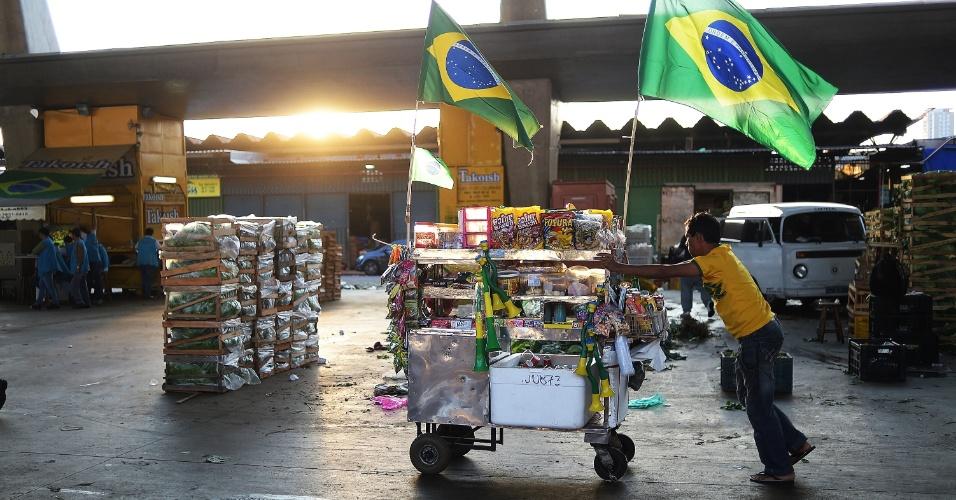 Outros tiveram que manter o trabalho enquanto o Brasil encarava Camarões