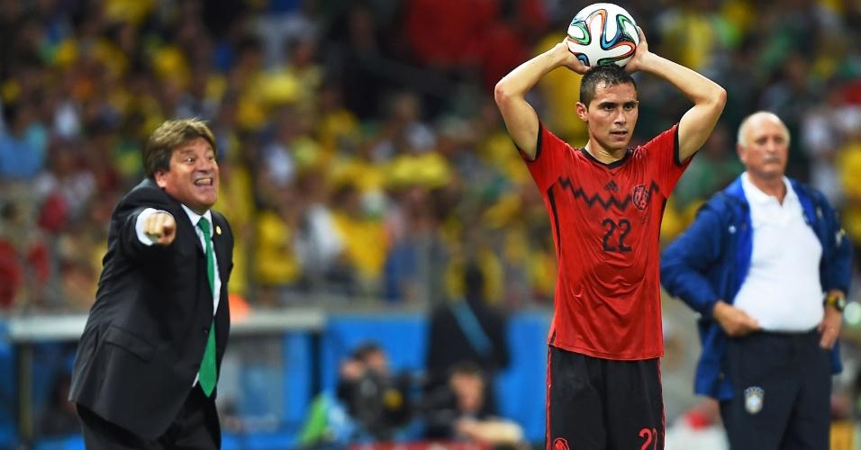 """""""Pra lááá!"""". Herrera berra com seus comandados no jogo entre México e Brasil"""