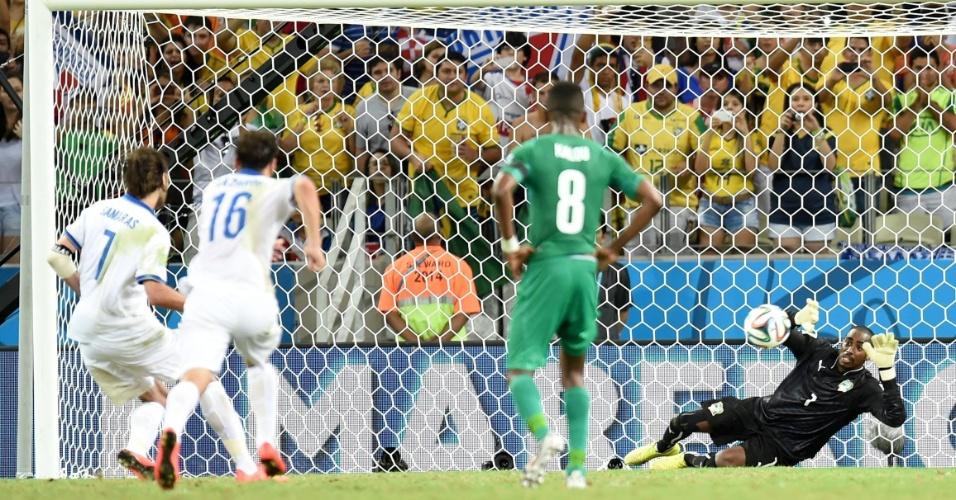 Samaras cobrou pênalti no final do jogo e garantiu a vitória da Grécia