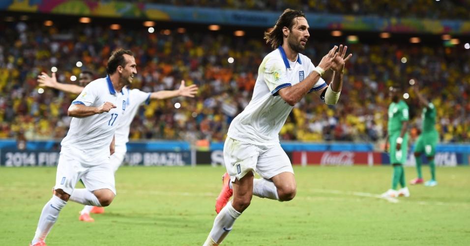 Samaras comemora após marcar o gol da vitória da Grécia sobre a Costa do Marfim