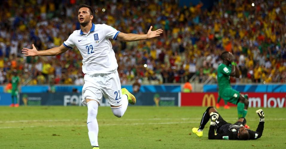 Samaris comemora após abrir o placar para a Grécia contra a Costa do Marfim