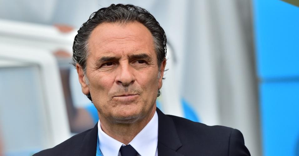 Técnico Cesare Prandelli, da Itália, em ação durante partida contra o Uruguai, na Arena das Dunas
