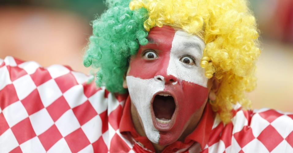 Torcedor brasileiro se fantasia com cores da Croácia antes de Croácia x Camarões