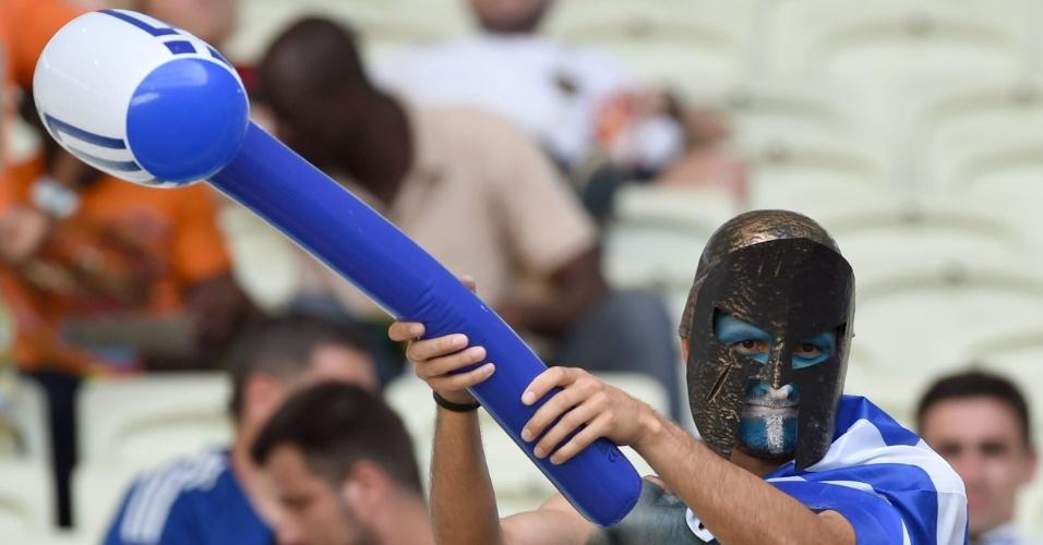 Torcedor da Grécia se fantasiou para ver sua seleção jogar contra a Costa do Marfim, no estádio Castelão