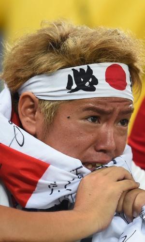 24.jun.2014 - Torcedor japonês chora a derrota por 4 a 1 para a Colômbia na Arena Pantanal e a eliminação na Copa do Mundo
